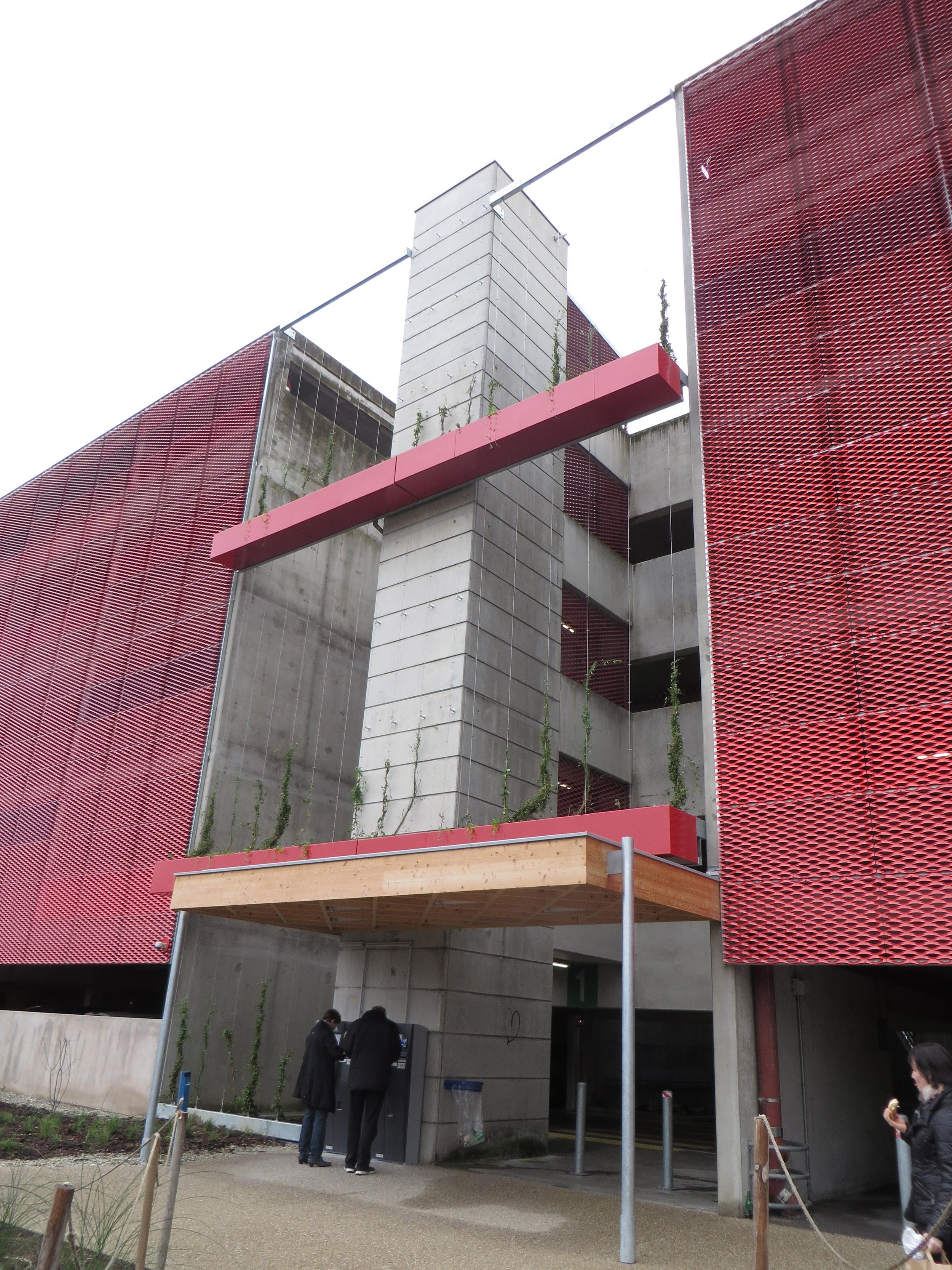 http://iups.eu/wp-content/uploads/2017/01/végétalisation-façade-parking-UGC-cité-ciné-2.jpg