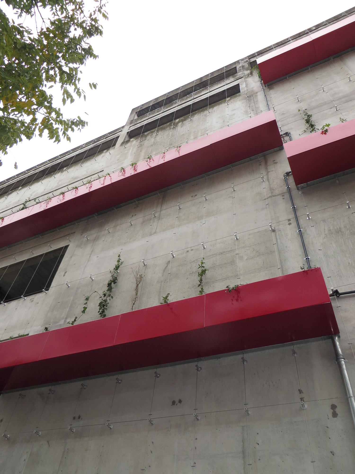 http://iups.eu/wp-content/uploads/2017/01/végétalisation-façade-parking-UGC-cité-ciné-3.jpg