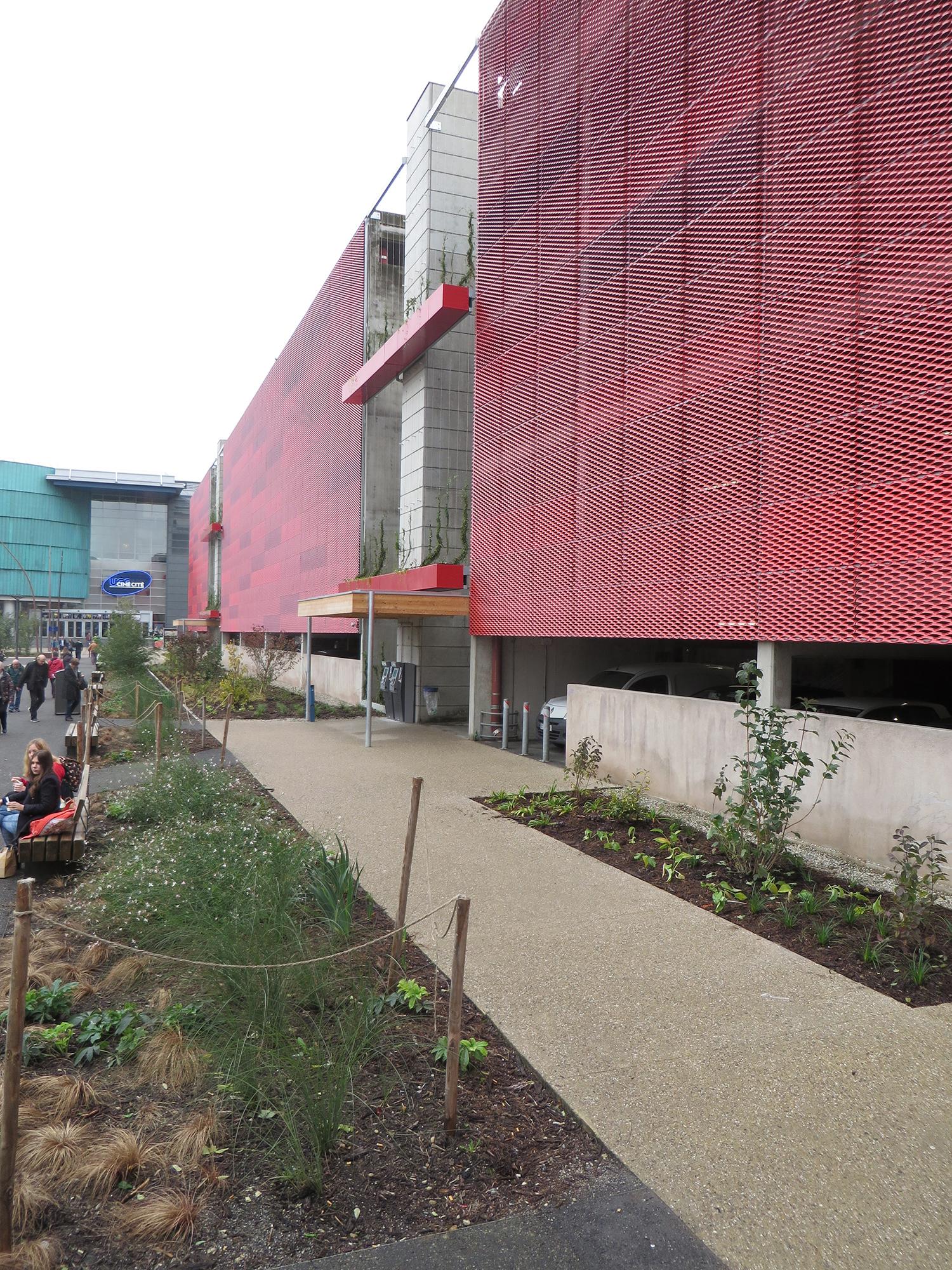 http://iups.eu/wp-content/uploads/2017/01/végétalisation-façade-parking-UGC-cité-ciné.jpg
